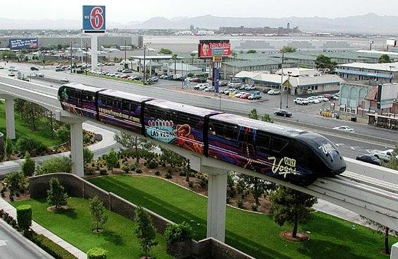 Andando de trem monorail em Las Vegas