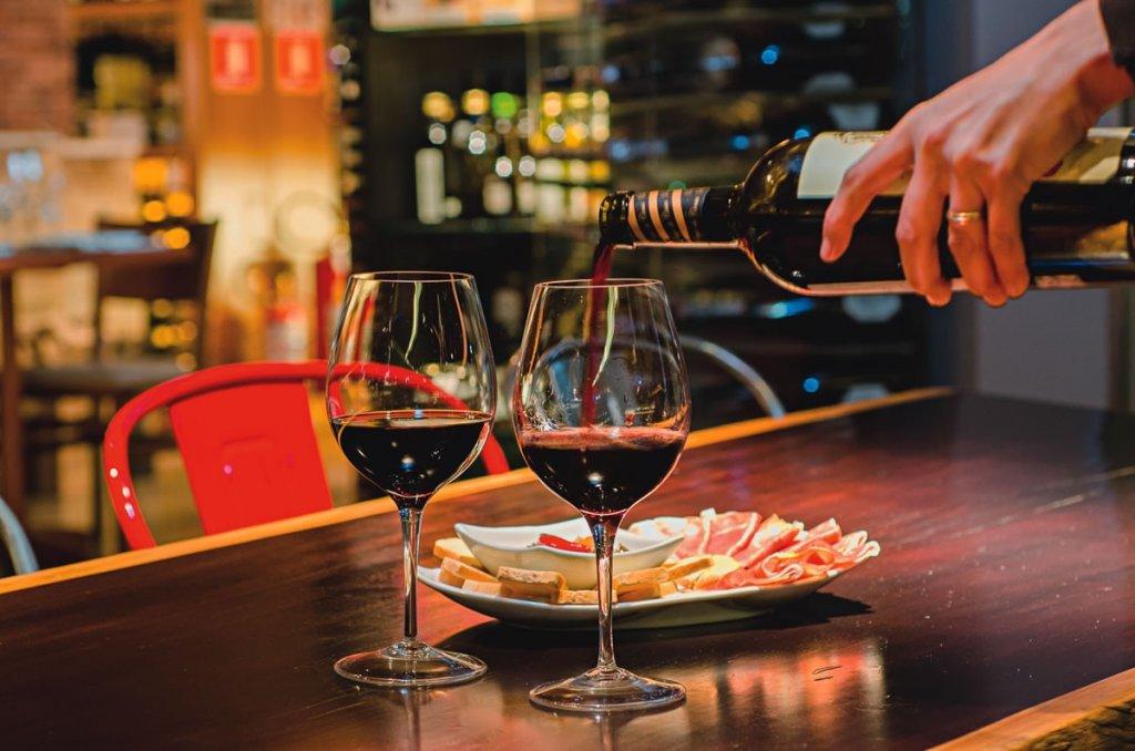 Bar de vinho Hostile Grape em Las Vegas