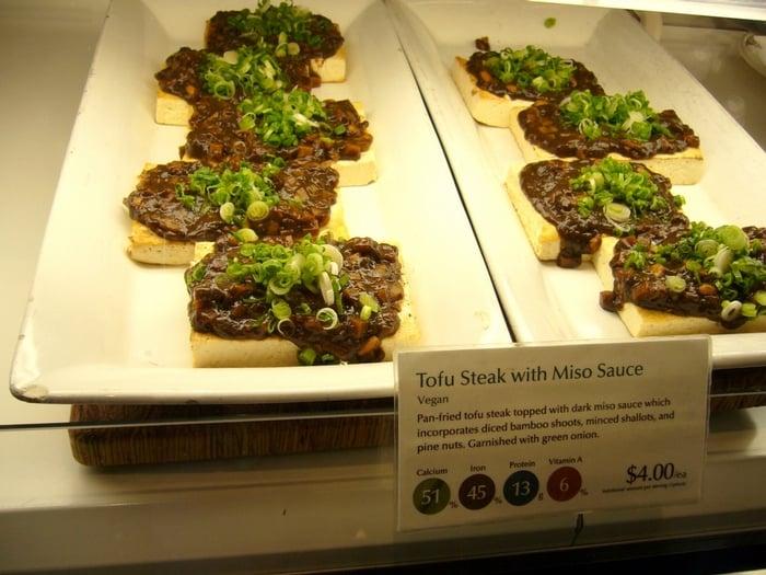 Vitrine do restaurante Delica em San Francisco