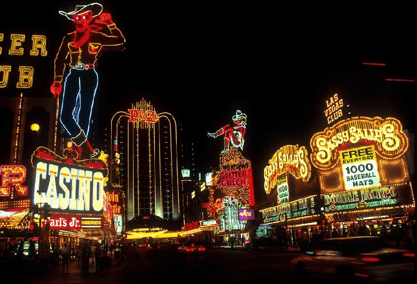 Luzes de neon no centro de Las Vegas