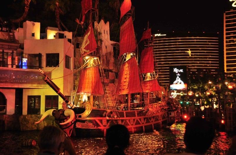 Show de piratas The Sirens of Treasure Island em Las Vegas