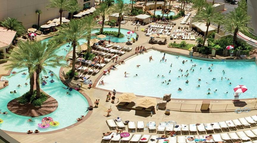 Piscina no Hotel e Cassino Monte Carlo em Las Vegas